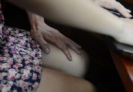Chồng bắt trói, tấn công, lột trần kẻ quấy rối tình dục vợ ảnh 1