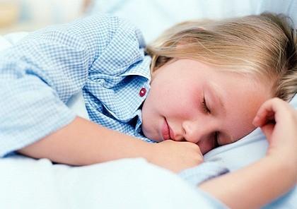 Giờ đi ngủ thất thường làm giảm trí thông minh của trẻ ảnh 1