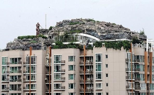 6 năm xây biệt thự đá trên... nóc tòa cao ốc ảnh 1