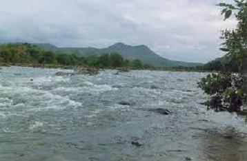 Đẩy chồng không biết bơi xuống sông để dễ bề cặp kè ảnh 1