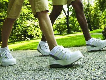 Đi bộ giúp nam giới giảm nguy cơ đột quỵ ảnh 1