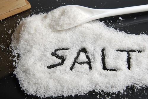 5 lý do nên ăn ít muối