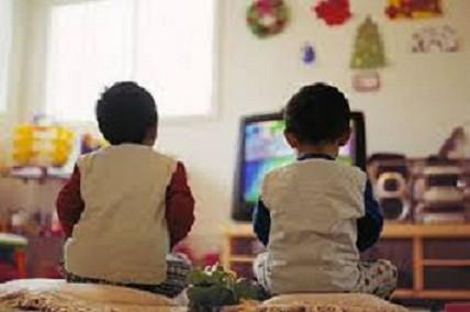 Gợi ý giúp giảm thời gian trẻ xem tivi ảnh 1