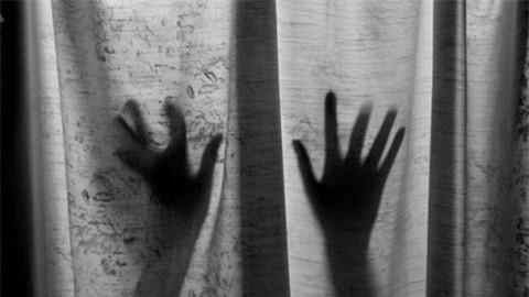 Bị cưỡng hiếp suốt 11 năm, con gái sinh con cho cha ruột ảnh 1