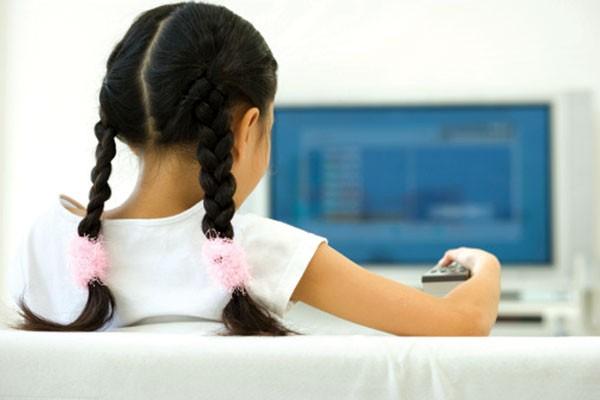 Xem tivi nhiều có thể ảnh hưởng tới não của trẻ ảnh 1