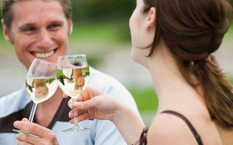 Uống rượu nhiều gây hại cho não khi về già ảnh 1