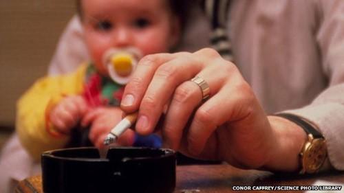 Những nguy cơ khi trẻ hít phải khói thuốc thụ động ảnh 1