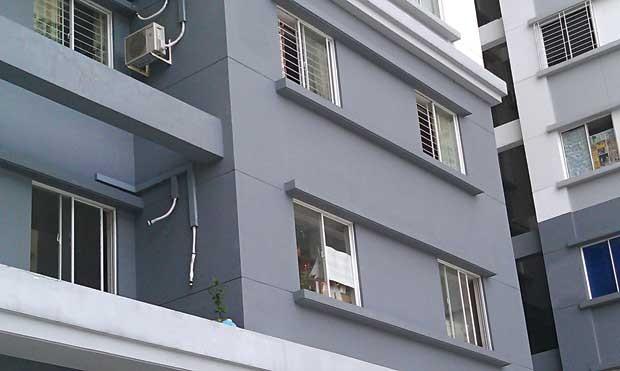 Bé trai bị ném từ tầng 11 trong lúc cha mẹ cãi vã ảnh 1