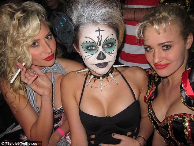Khắp nơi trên thế giới hóa trang nhân dịp Halloween ảnh 6