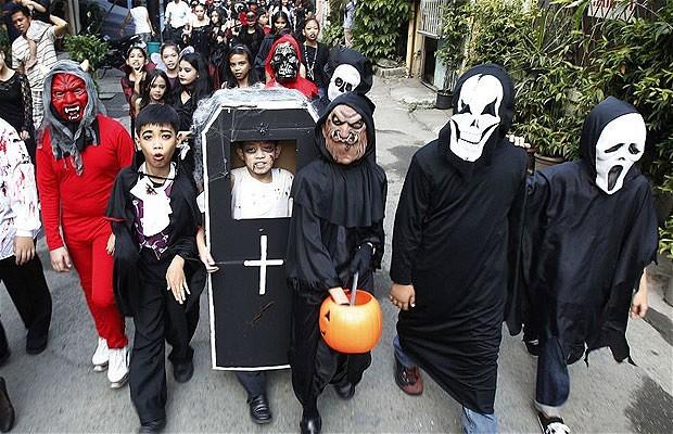 Khắp nơi trên thế giới hóa trang nhân dịp Halloween ảnh 9
