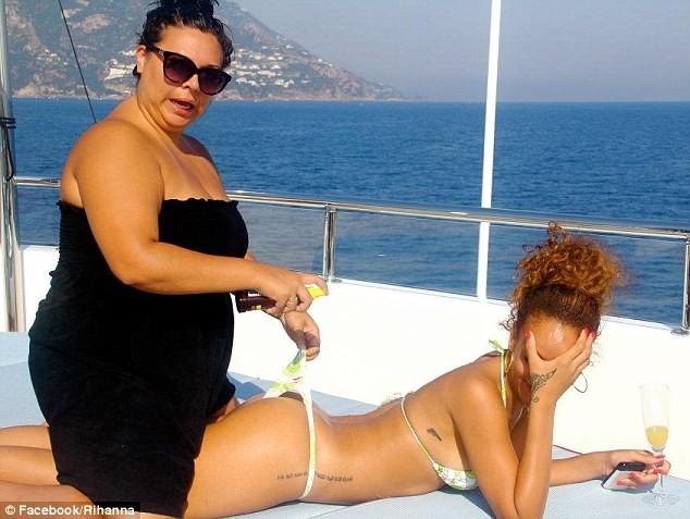 Lộ ảnh Rihanna tiệc tùng trên du thuyền ảnh 6