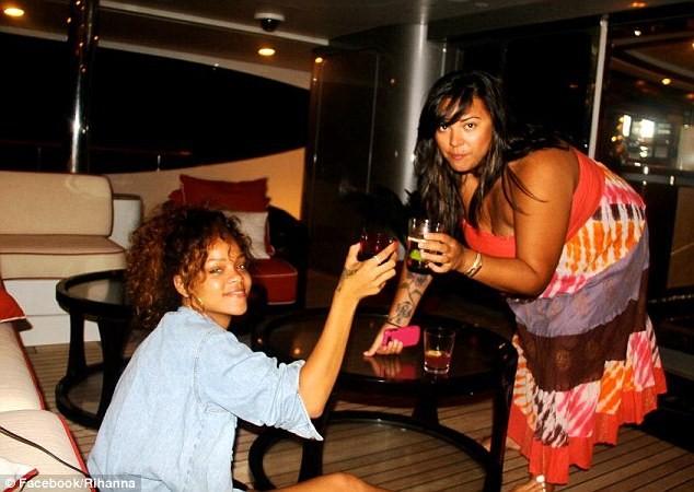 Lộ ảnh Rihanna tiệc tùng trên du thuyền ảnh 7
