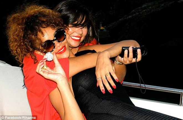 Lộ ảnh Rihanna tiệc tùng trên du thuyền ảnh 14
