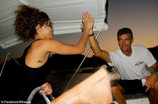 Lộ ảnh Rihanna tiệc tùng trên du thuyền ảnh 15
