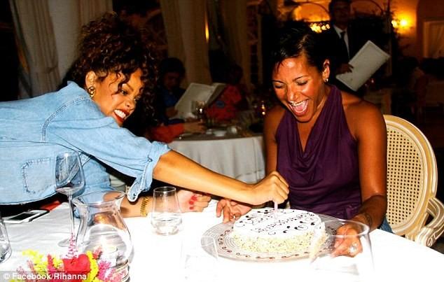 Lộ ảnh Rihanna tiệc tùng trên du thuyền ảnh 16