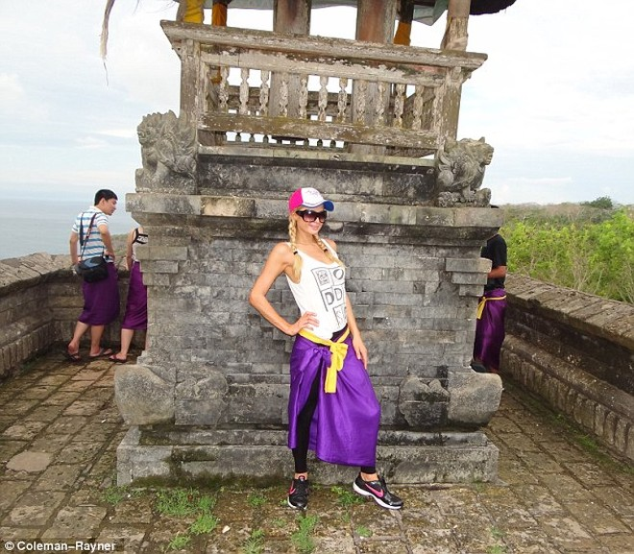 Lộ ảnh Paris Hilton đi nghỉ ở Bali ảnh 9