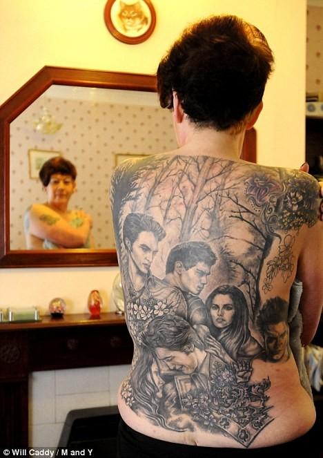 Fan cuồng Twilight xăm hình thần tượng trên lưng ảnh 2