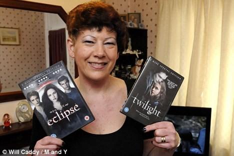 Fan cuồng Twilight xăm hình thần tượng trên lưng ảnh 3
