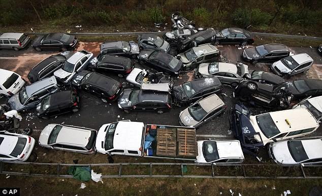Thêm hình ảnh vụ 52 xe tô tô đâm nhau liên hoàn khủng khiếp ảnh 1