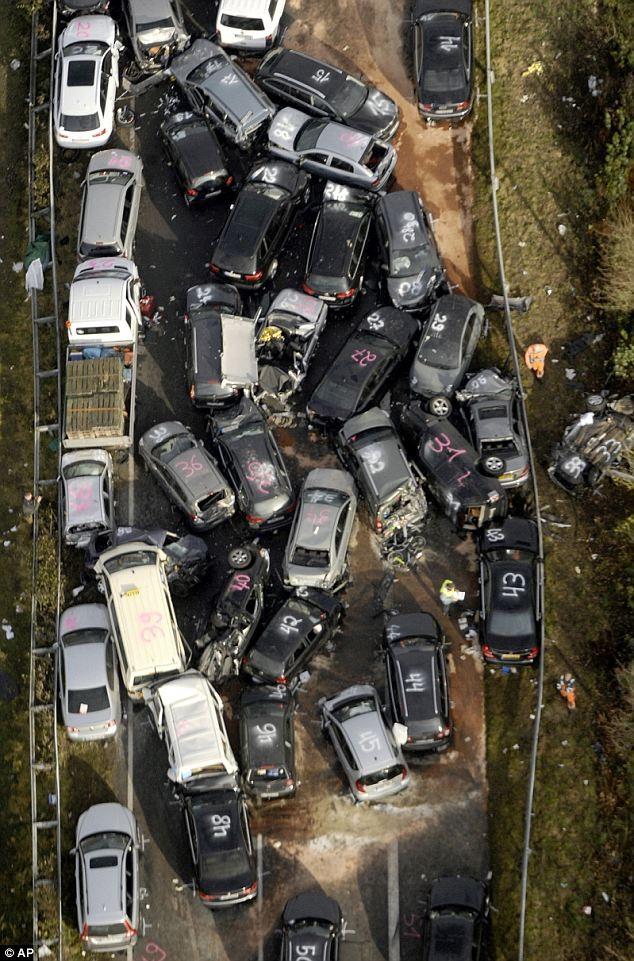 Thêm hình ảnh vụ 52 xe tô tô đâm nhau liên hoàn khủng khiếp ảnh 3