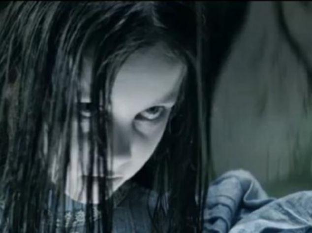 Rợn tóc gáy bóng ma bé gái trong quảng cáo điện thoại ảnh 2