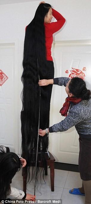 Người phụ nữ 14 năm không cắt tóc ảnh 3