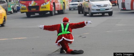 Cảnh sát giao thông biến thành ông già Noel ảnh 5