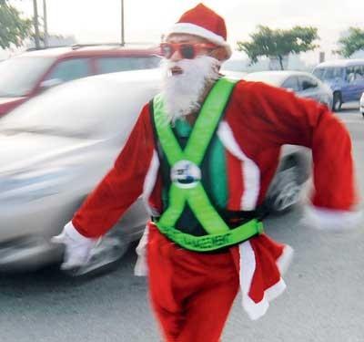 Cảnh sát giao thông biến thành ông già Noel ảnh 4
