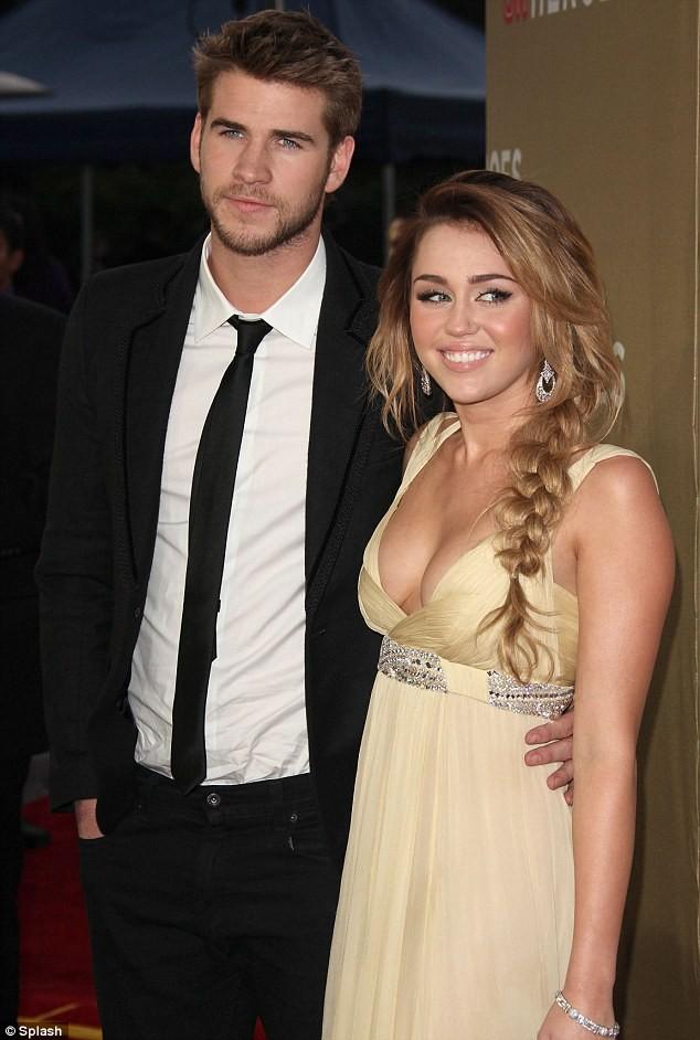 Miley Cyrus bác bỏ tin đồn bơm ngực ảnh 6