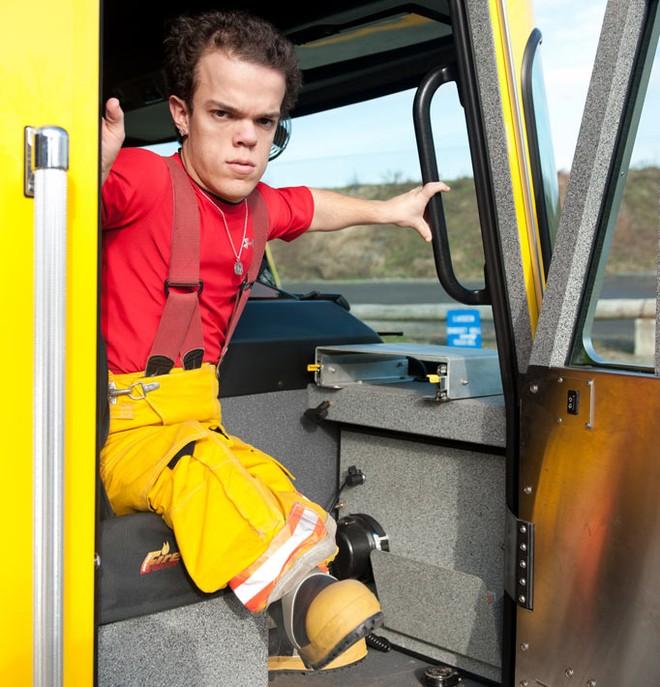 Gặp gỡ lính cứu hỏa bé nhất thế giới ảnh 4