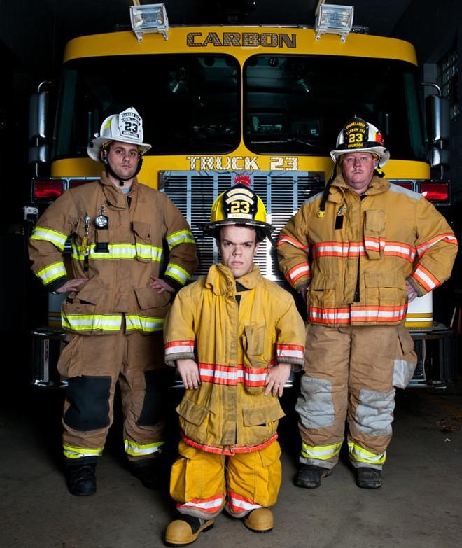 Gặp gỡ lính cứu hỏa bé nhất thế giới ảnh 1