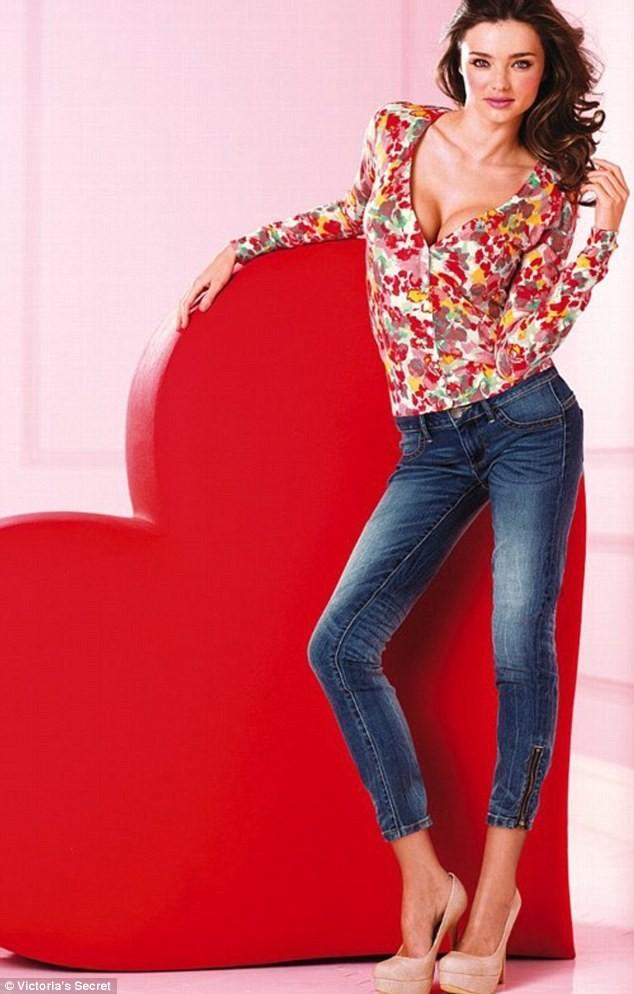 Miranda Kerr nóng bỏng diện nội y cho đêm Giáng sinh ảnh 9