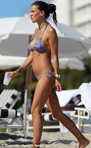 Claudia Galanti thay bikini liên tục tại bãi biển Miami ảnh 12