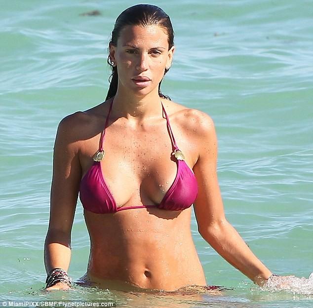 Claudia Galanti thay bikini liên tục tại bãi biển Miami ảnh 7