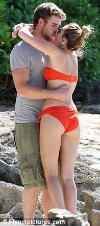 Miley Cyrus diện biniki tình tứ bên bạn trai ảnh 17