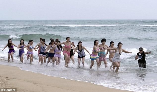 Hoảng hồn với cách huấn luyện vệ sĩ nữ ở Trung Quốc ảnh 1