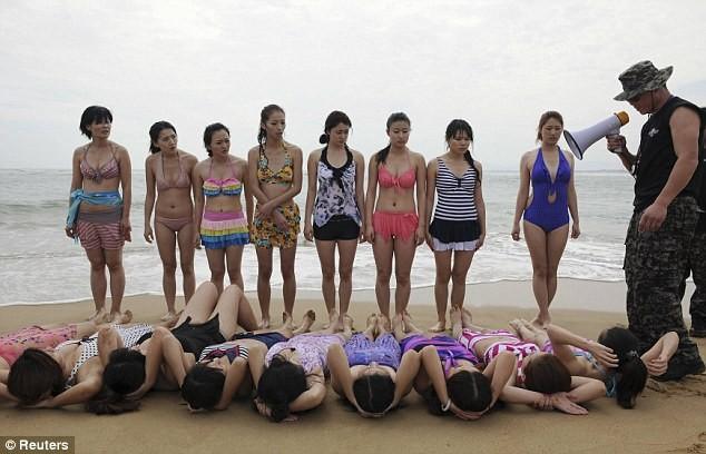 Hoảng hồn với cách huấn luyện vệ sĩ nữ ở Trung Quốc ảnh 2