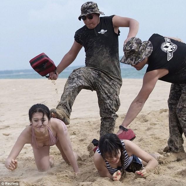 Hoảng hồn với cách huấn luyện vệ sĩ nữ ở Trung Quốc ảnh 3