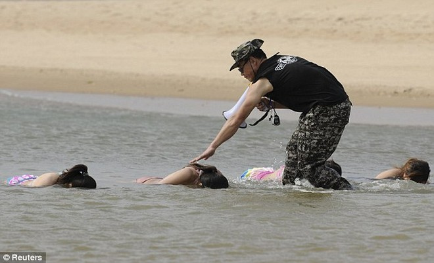 Hoảng hồn với cách huấn luyện vệ sĩ nữ ở Trung Quốc ảnh 4