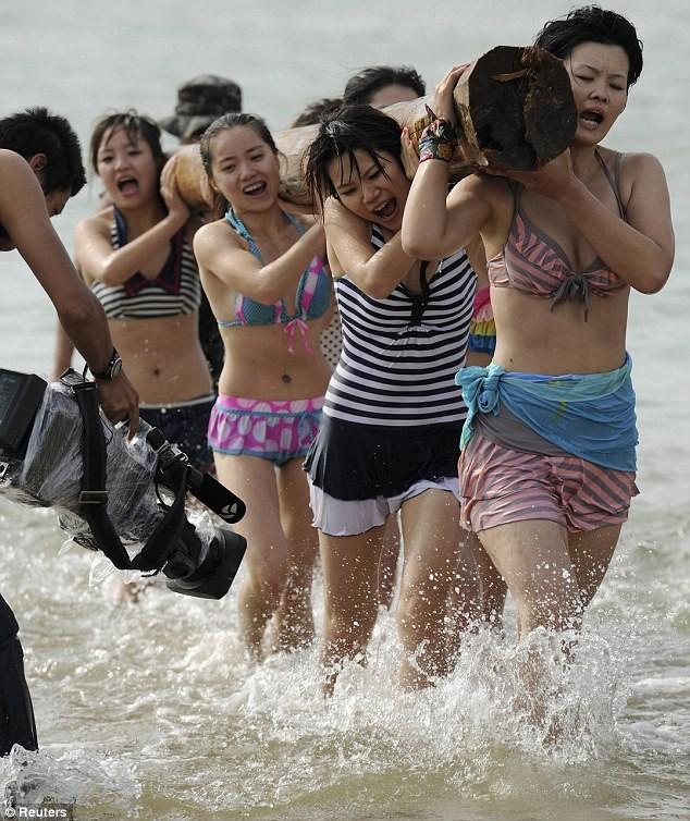 Hoảng hồn với cách huấn luyện vệ sĩ nữ ở Trung Quốc ảnh 10