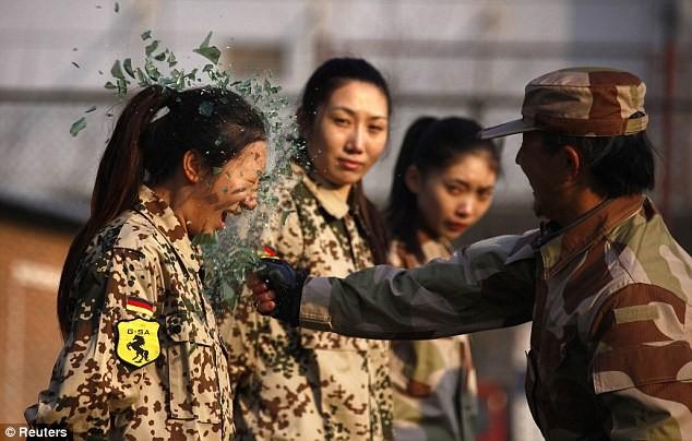 Tiếp tục hình ảnh kinh hoàng huấn luyện nữ vệ sĩ Trung Quốc ảnh 1