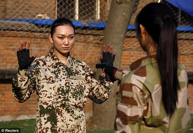Tiếp tục hình ảnh kinh hoàng huấn luyện nữ vệ sĩ Trung Quốc ảnh 5