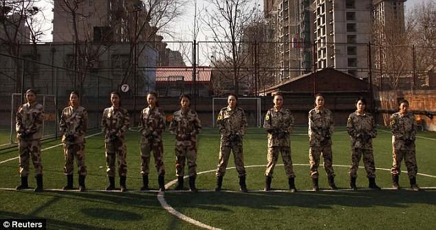 Tiếp tục hình ảnh kinh hoàng huấn luyện nữ vệ sĩ Trung Quốc ảnh 6