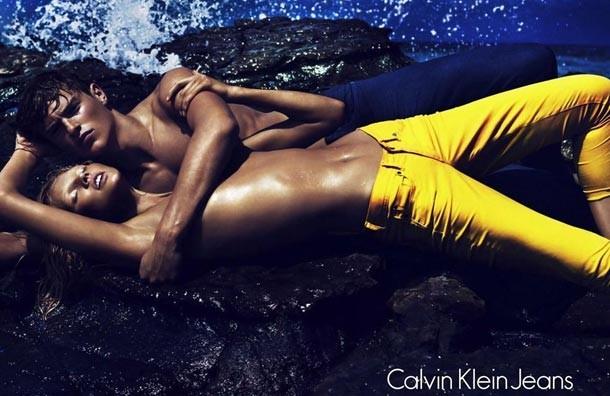 Siêu mẫu Lara Stone khoe ngực trần cho Calvin Klein ảnh 4