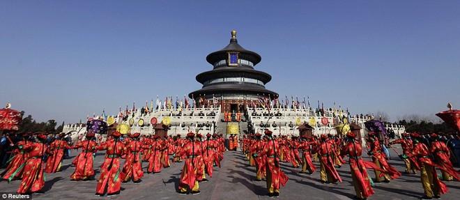 Hàng triệu người Trung Quốc chào đón năm Rồng trên khắp thế giới ảnh 2