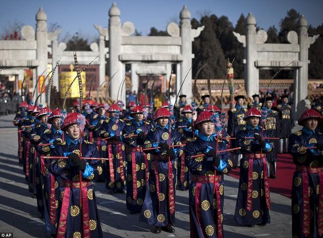 Hàng triệu người Trung Quốc chào đón năm Rồng trên khắp thế giới ảnh 3