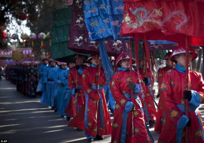Hàng triệu người Trung Quốc chào đón năm Rồng trên khắp thế giới ảnh 4