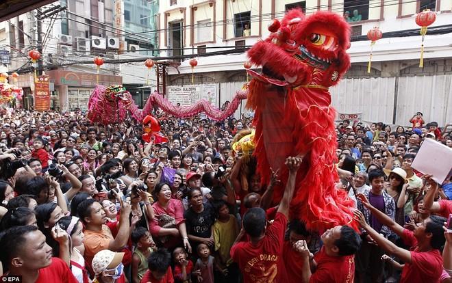 Hàng triệu người Trung Quốc chào đón năm Rồng trên khắp thế giới ảnh 9