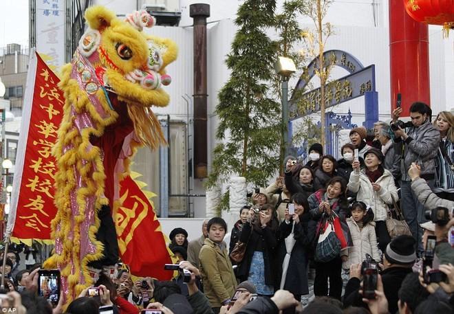 Hàng triệu người Trung Quốc chào đón năm Rồng trên khắp thế giới ảnh 13