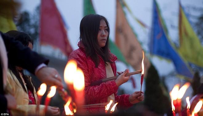 Hàng triệu người Trung Quốc chào đón năm Rồng trên khắp thế giới ảnh 12